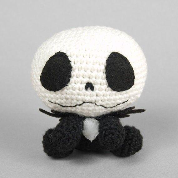 2013 Halloween crochet for home decorating  #halloween #crochet #green www.loveitsomuch.com