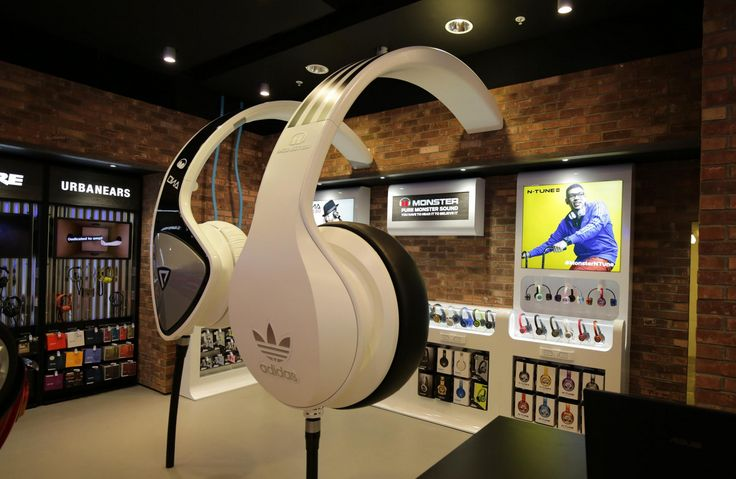 Great Headphone Display In Selfridges Stores Retaildesign