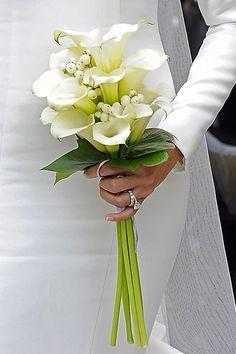 Haz que tu boda sea especial con este precioso ramo de flores Delight all your guests with this amazing #bouquet of flowers Check other #wedding tips in our boards