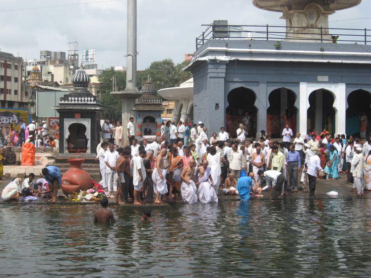 Nasik es una ciudad por donde pasa el rio Godavari, nada de turismo europeo y su mucho peregrinación hindú. Ideal para ver una India alternativa combinada con las cuevas de Ajanta y Ellora
