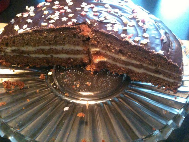 Honningkage med abrikosmarmelade og smørcreme - http://www.findeopskrifter.dk/o/honningkage-med-abrikosmarmelade-og-sm%C3%B8rcreme-2008401.html