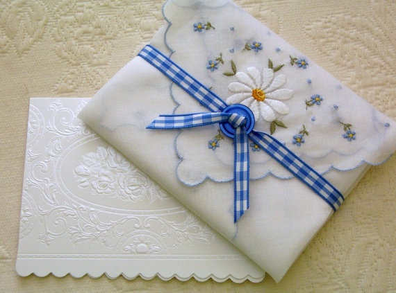 handkerchief for envelope: Envelopes Ideas, Vintage Hanky, Handkerchiefs Envelopes, Crafts Ideas, Gifts Wraps Tags Cards, Hanky Gifts, Gifts Inside, Hankie Gifts, Gifts Envelopes