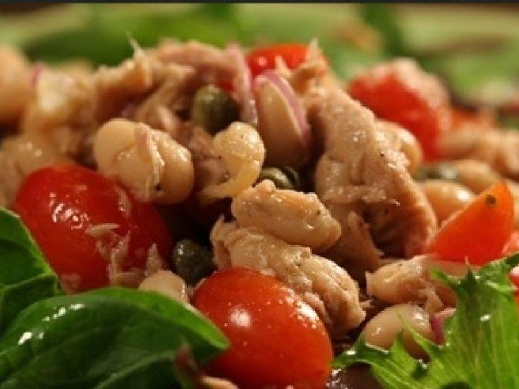 Tonhalas-paradicsomos fehérbab-saláta