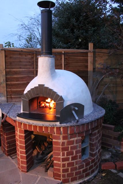 Perfect Pizza at home! http://www.thestonebakeovencompany.co.uk/shop/wood-pizza-ovens/mezzo/