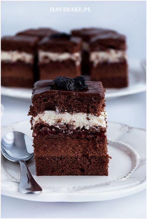 Ciasto czekoladowe z kremem czekoladowym i warstwą malinową