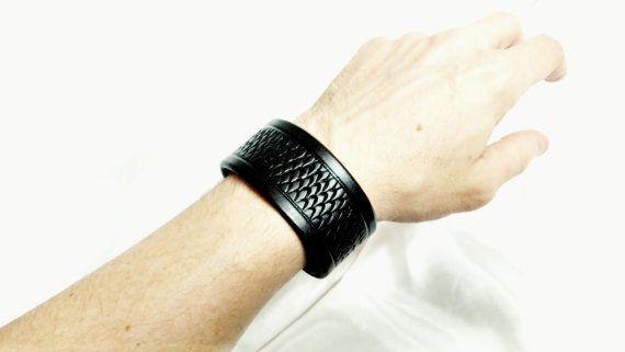 Handgemaakte lederen armband/Wrap van DevilishDevices op Etsy