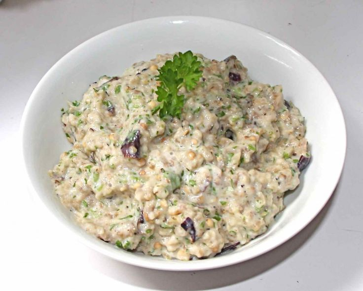 Baba Ghanoush aubergine, knoflook, peterselie, citroen, Griekse yoghurt (of kwark)