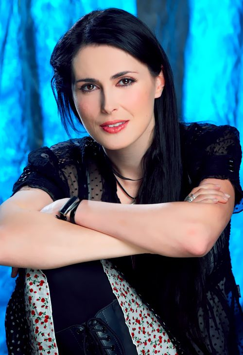 pop up paradise with Sharon Den Adel on Sharon Den Adel further Blackpool Empress Ballroom 1989 together with 10868 Couvre Lit Matelasse New York Yellow 220x240cm further 10801 Set De Table Bistrot Noir also Christmas Light Up.