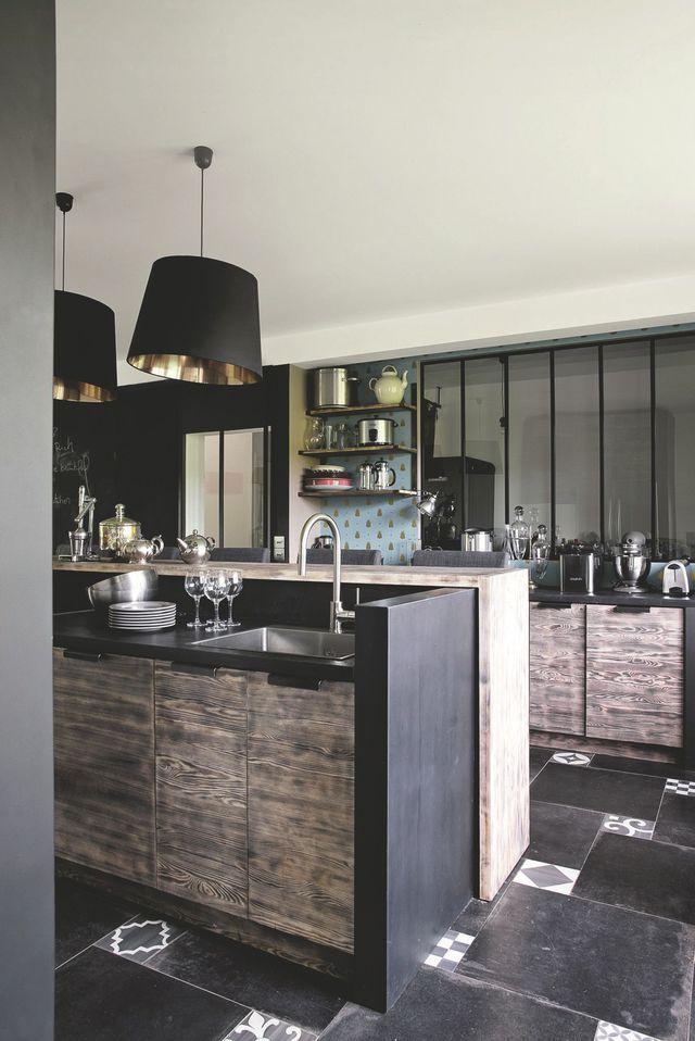 La cuisine de la maison de campagne d'Amanda Sthers. Plus de photos sur Côté Maison : http://bit.ly/1IZRcNc
