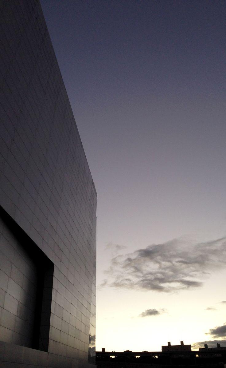 Fachada recubierta con revestimiento cerámico Techlam en el estadio Arena Corinthians (Sao Paulo, Brasil) // Arena Corinthians façade covered with Techlam ceramic tiles (Sao Paulo, Brazil)