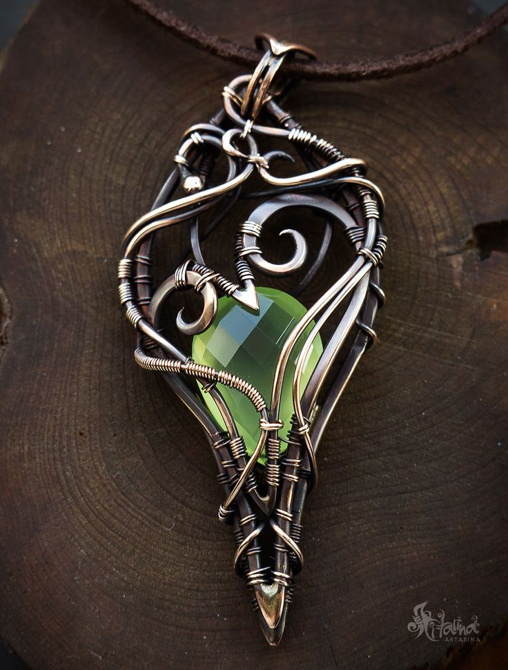 Wire wrapped pendant with quartz
