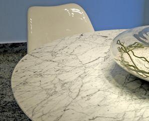 Tampo em Mármores Carrara - projeto arquiteta Vanessa Chaveiro - execução Gruta Mármores e Granitos