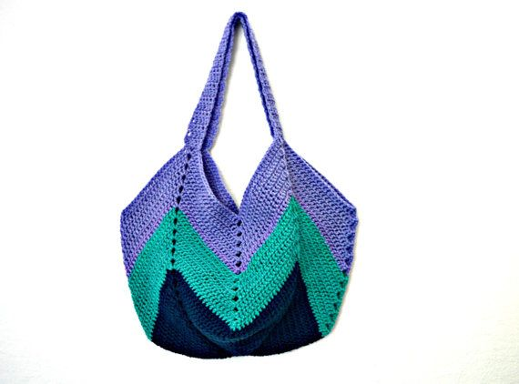 A new bag I created for young women with style. The color combination of dark blue, green and lilac is harmonious and fits perfectly to a jeans outfit. geometric crochet tote in blue and green by IlmondodiTabitha  #italiasmartteam #crochet #tote #geometric #blue #green #IlmondodiTabitha #summerbag
