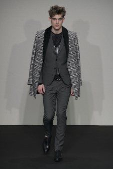 Daniele Alessandrini made a case for shapr jacket and narrow-cut shirts.  More on Milan Fashion Week FW 2014 Menswear collections: http://attireclub.org/2014/01/29/milan-fashion-week/