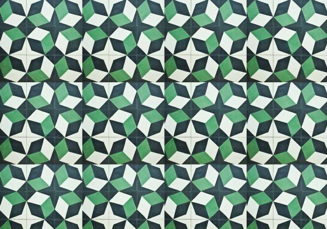 Oaxaca se ha visto tapizada por estos artísticos mosaicos artesanales que pueden apreciarse en baños, cocinas y pisos de casas particulares y empresas como la Fábrica de Papel de San Agustín Etla o el Hotel Azul.