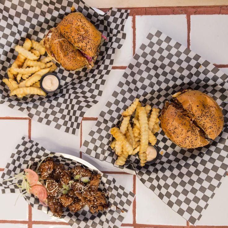 Un plato cargado de historia aterrizó en la capital para aquellos que se mamaron de las hamburguesas.