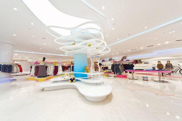 """#Bosco è uno shop dedicato ai più piccoli a Moscow, Russia. Lo studio dei colori e dell' interior design dipende sempre dal Cliente finale, in questo caso i Bambini sono gli """"interpreti"""" principali. by Tecnoshops"""