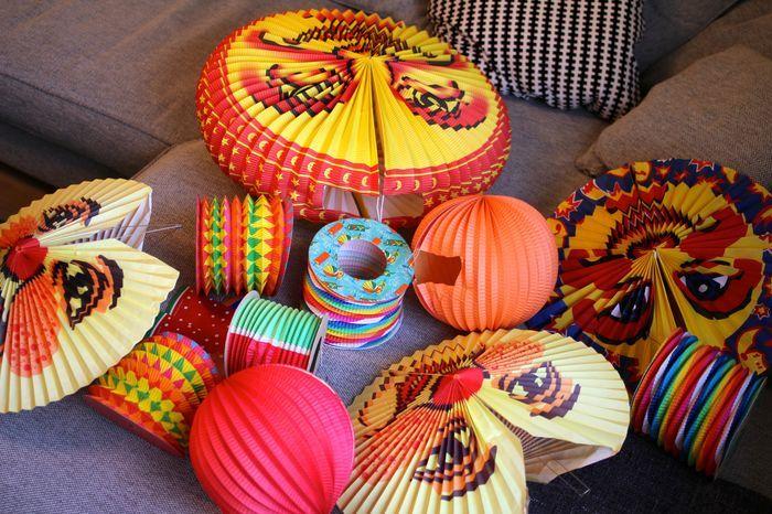 Dekoration kräftskiva hattar och lyktor - Roomly.se inredning och möbler online