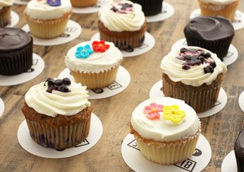 With America's cupcake obsession showing no signs of waning, talented pastry chefs at some of the best bakeries in the country are crafting outstanding variations with locally grown...