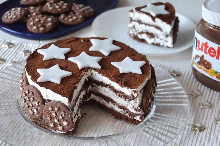 La torta Pan di stelle è un dolce supergoloso composto da un'alternanza di strati di biscotti Pan di stelle imbevuti nel latte, nutella e panna montata,una cosa