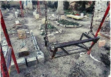 Google+Çocukların oyun parklarının Kabristanlara döndüğü yerin adıdır Biladu'ş Şam.. Allahümmensuril mücahidine fi şi Şam