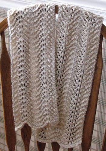 Feather And Fan Knitting Pattern Scarf : 1000+ images about Knitting tutorials scarf, wrap, cowl on Pinterest