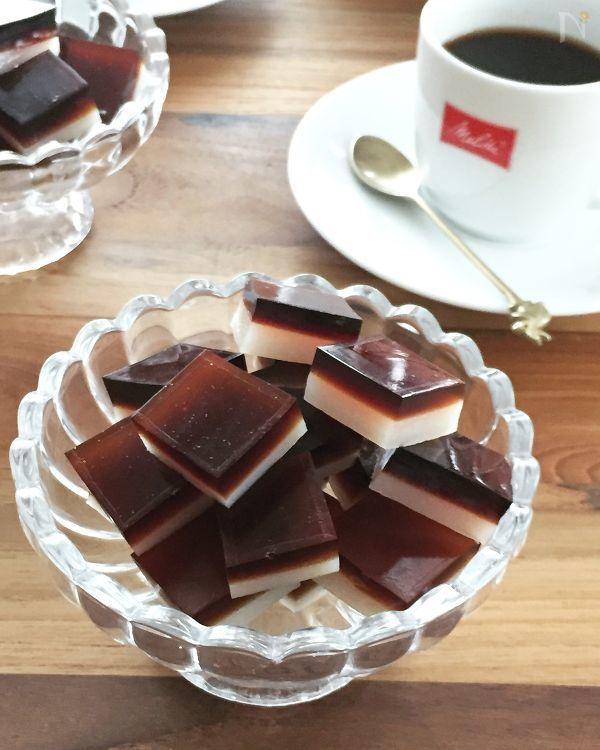 コーヒーとミルクの2層になった コーヒーのお供にもピッタリな グミキャンディです 今回はコーヒー味にしてますが 他のジュースでも作れます 作るのが楽しくてプレゼントにももってこいですよ 食べ物のアイデア グミ おいしい
