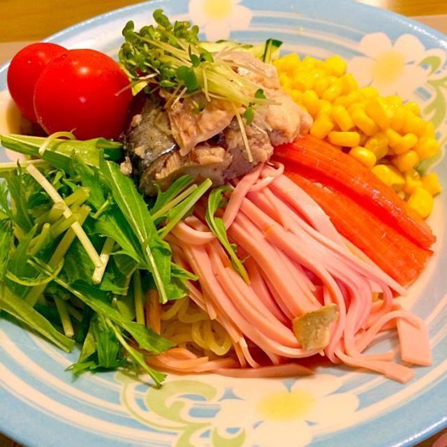 今日はわたしのだけでいいのでダンナさまのあまり好きじゃない冷やし中華。 私は大好き〜V(^_^)V 鯖缶のっけてみたっ。 フラだったから22:00の夕食( ̄▽ ̄) 2014.7.18 - 62件のもぐもぐ - 冷やし中華で夕食。 by kazu347