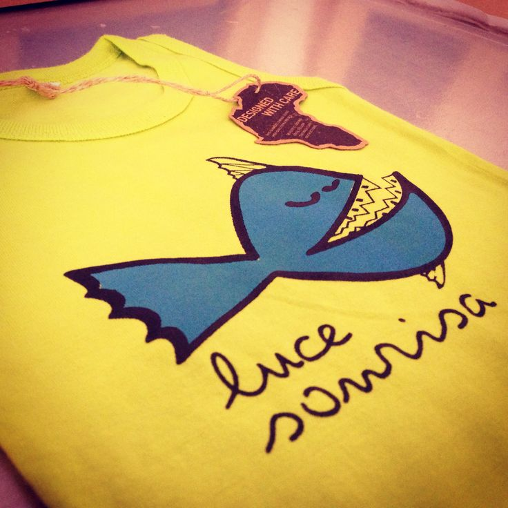 Camiseta de bebé de 0-12 meses. Moda Ética y sostenible. Diseño exclusivo y ediciones limitadas. Disponible en verde lima, naranja y roja fucsia