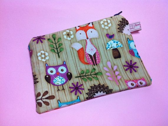 Cosmetic bag with owls, foxes and hedgehogs. Pochette.