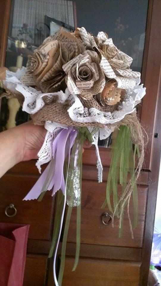 Bouquet rose di carta.(pagine di vecchio libro)