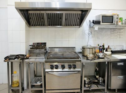 maneuvering in small kitchen spaces httpwwwtigerchefcomblog small restaurant designrestaurant - Restaurant Design Ideas