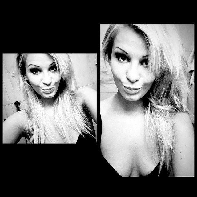 Selfie notturni 🌙🌙 #InstaSize #selfienotturni #immagination #me #like #love #makeup #makeupartist #smokey #photo #hair #night #postserata #milan #eyes #sguardi #instagood #instapick