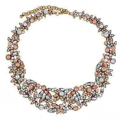 Náhrdelník Pretty růžový Dokonalý módní doplněk nejen k šatům. Módní záležitost, krásný masivní náhrdelník, úžasně zpracovaný, atraktivní design v růžovém štrasu. Vhodný na výjimečné události, ale i běžně nošení např. ke kostýmku. Délkově upravitelný, délka (obvod) cca 42 cm, šířka aplikace cca 4 cm. Vhodné jako dárek.