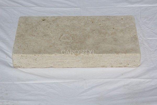 Caro'styl votre magasin spécialisé dans la margelle de piscine, situé proche de hyères 83400 Var, vous propose une margelle de piscine en pierre naturelle de travertin beige en 8 cm d'épaisseur. Nous [...]