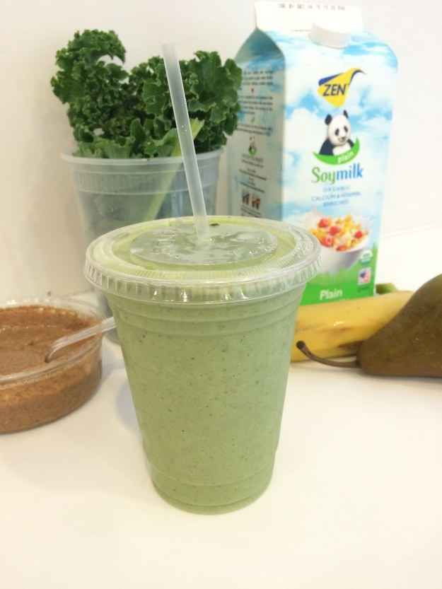 After too many hours wasted trying to figure out WHY this particular green smoothie is so magical, BuzzFeed Life went direct to the source — Terri's FiDi location — to get the official recipe.