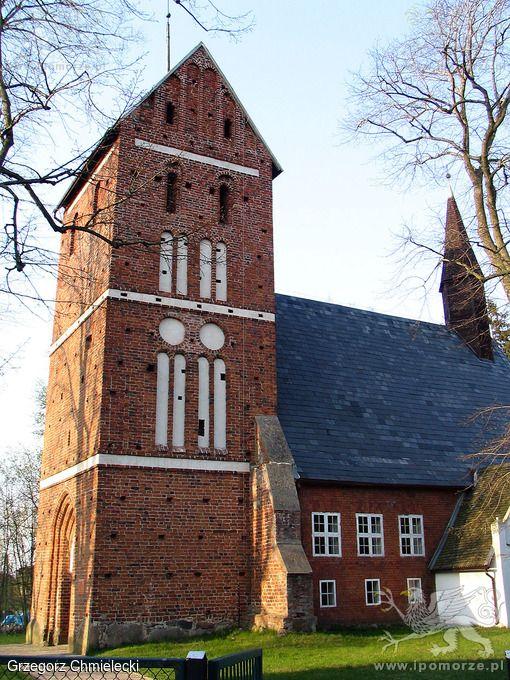 Krupy. Kościół pw. M. B. Ostrobramskiej - elewacja południowa.