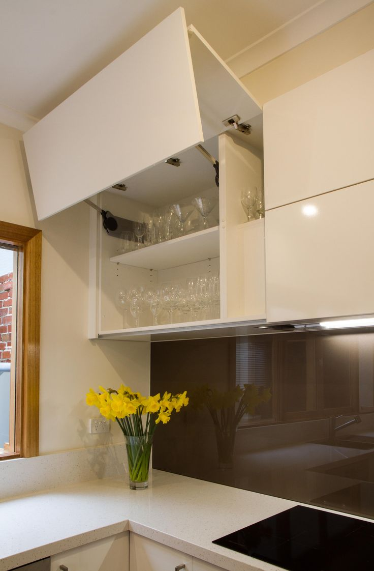 Small contemporary kitchen with servery window. Blum lift up overhead cupboard. www.thekitchendesigncentre.com.au @thekitchen_designcentre