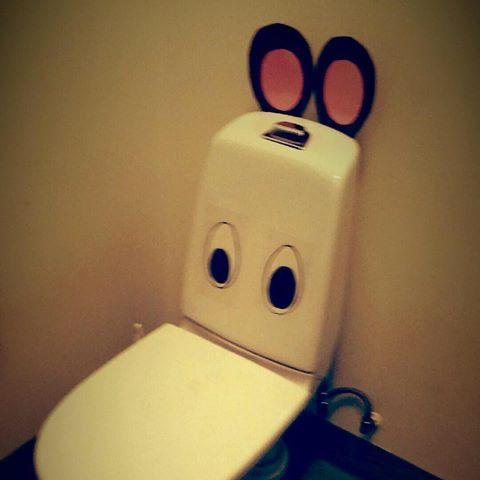 Det här med toaletter kan vara knepigt för barn, men här är ett exempel på härligt kreativa pedagoger som gör toaletten roligt!  #kindergarten #preschool #förskola #reggioemilia #toalett #pedagogik #skapande #huddinge #glömsta #vistaberg #vårbygård