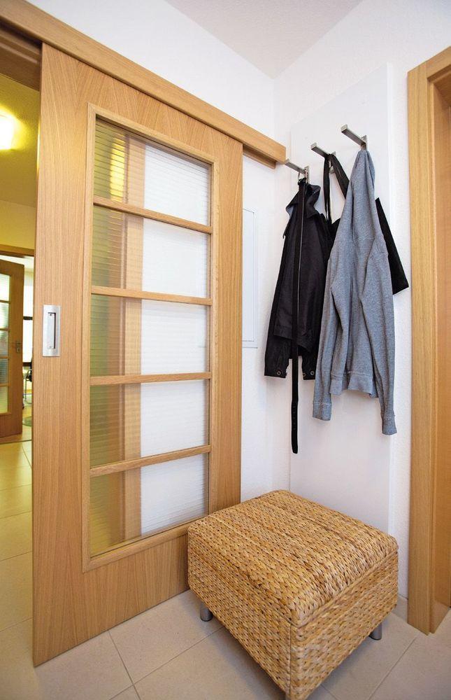 posuvné dvere  sa zakomponujú všade, kde  treba rozumne narábať s centimetrami.