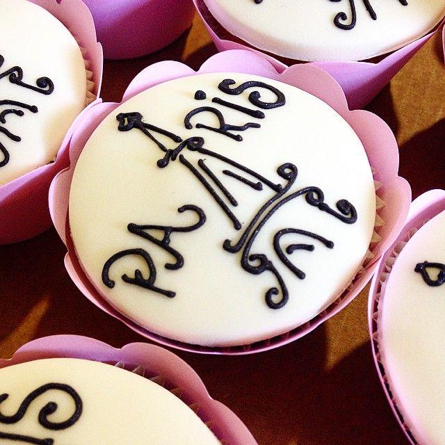 #cacaudeli #cakes #bolos #bolosbsb #bolosincriveis #doces #cupcakes #lembrancinhas #encontrandoideias #cakeboss #bemcasados #bemnascidos #brownie #conesrecheados #noivado #casamento #bodas #eventos #infantil #15anos #aniversário #festa #chadefralda #chadepanela #chabar #paris #cupcakes #france