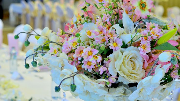 Luxusná kvetinová výzdoba, ktorá očarí všetkých hostí. A to aj napriek tomu, že nie je živá.