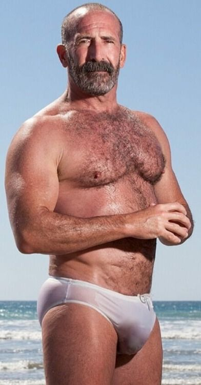Sporty muscle knob bear