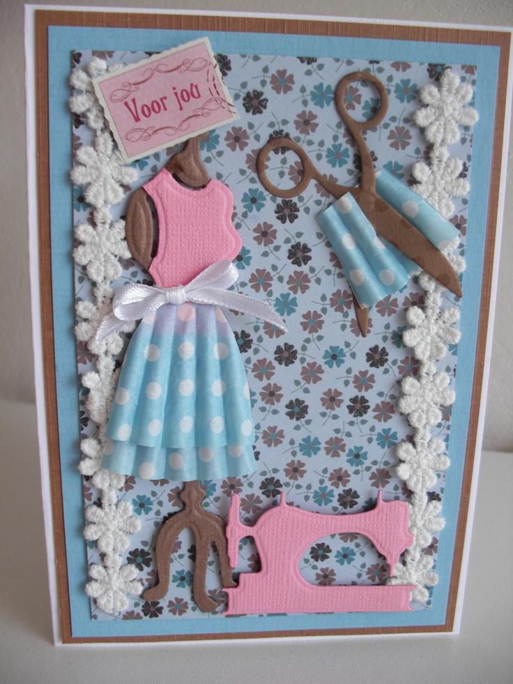 Kaart met paspop en rokje gemaakt van cupcake papiertje....