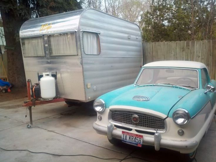 1964 Lil Loafer next to a 1958 Nash