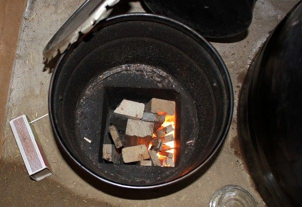 rocket mass heater designs | Here is how Bev & Wayne's stove looked during the PDC course. The ...