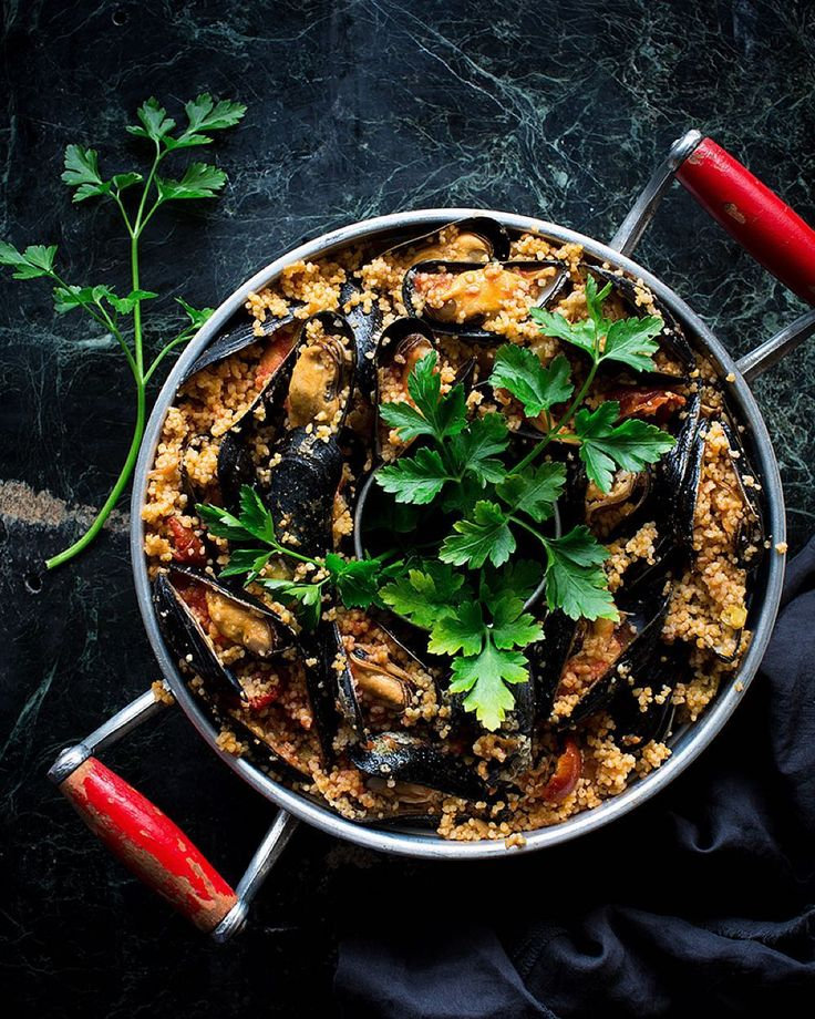 Hot sauce mussel' couscous  just a super  amazing finger food!!! Recipe tomorrow #ontheblog ------------------------------------------ Cuscús de mejillones con salsa picante...la bomba!!!  Mañana la receta buenas noches!  by becausegb
