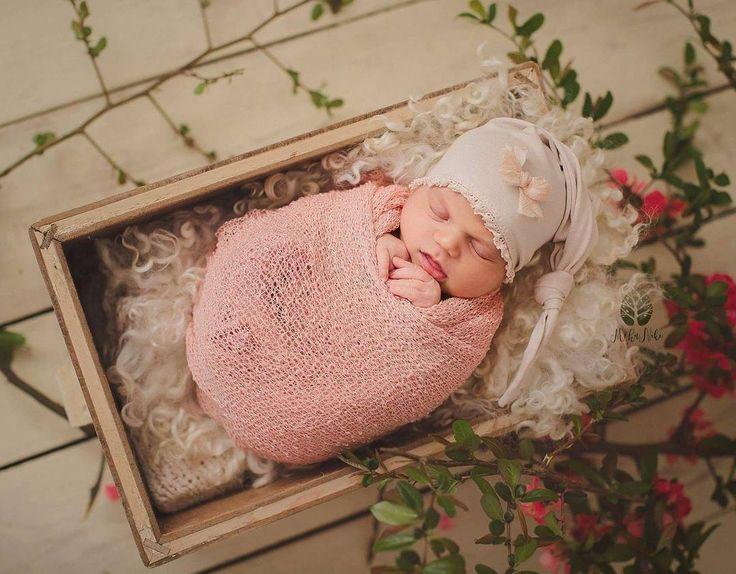 #photoprop #photoprops #handmade #handcraft #newbornphotpgraphy #newborn #photography #newbornphotoprop #newbornphotoprops #newbornprops #etsyshop #etsy #propshop #prop #woolanddreams #wool #mik #rts #woolblanket #Blankets #blanket #chunkyblanket #fur #feltedfur #curlylayers #curlyblankets #white