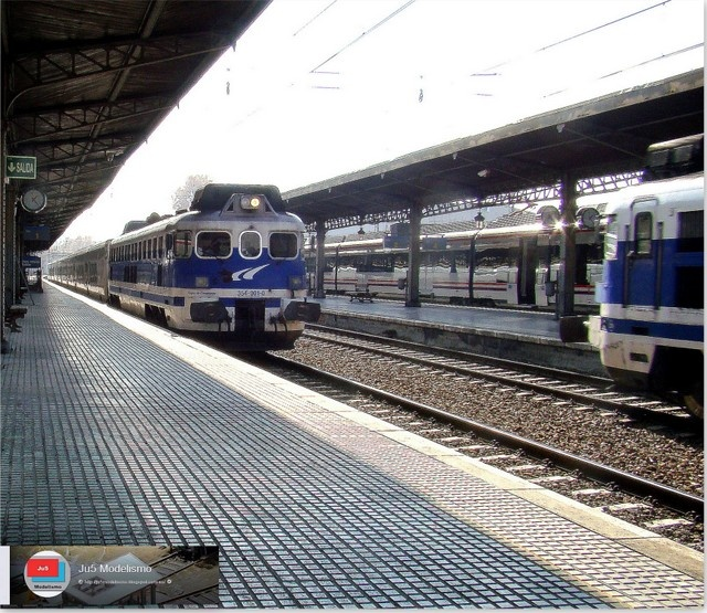 Cruce de Talgos en la estación de Aranjuez.  http://ju5modelismo.blogspot.com.es/