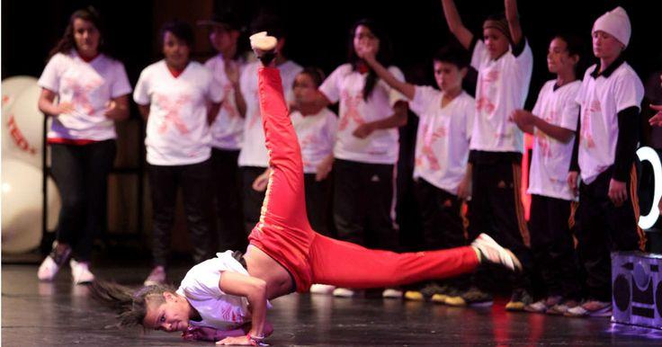Estudiantes de la escuela Formación Artística Breakdance Latin Fury en la presentación que hicieron para el Tedx Bogotá en diciembre pasado. Foto: Iván Valencia / SEMANA.